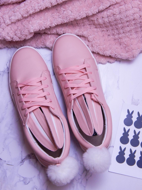 15 różowe tenisówki króliki z pomponem urocze buty na wiosnę tenisówki do każdej stylizacji renee pudrowy róż partybox buty w kształcie zająca