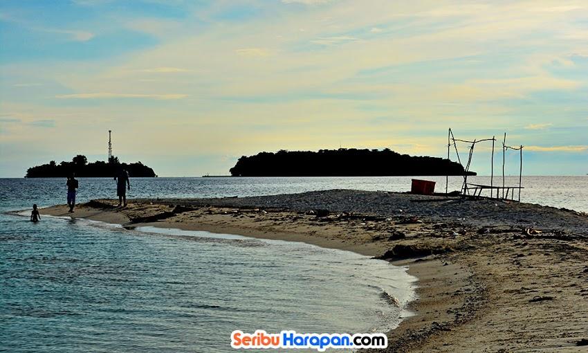 senja hari di pulau gosong