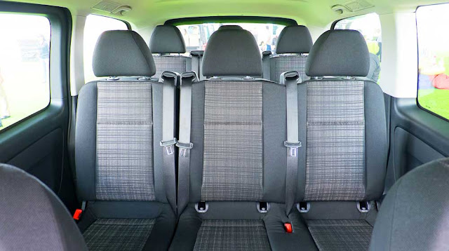 Băng giữa Mercedes Vito Tourer 121 2017 thiết kế 3 ghế ngồi rộng rãi, thoải mái