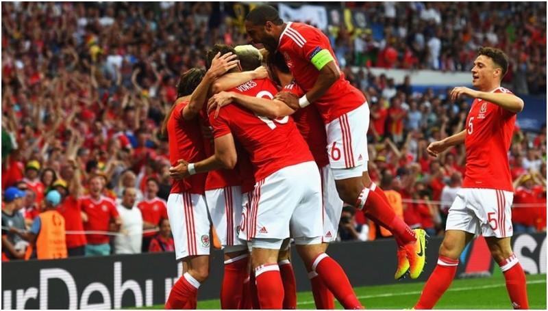 Pemain Wales merayakan gol di Euro 2016
