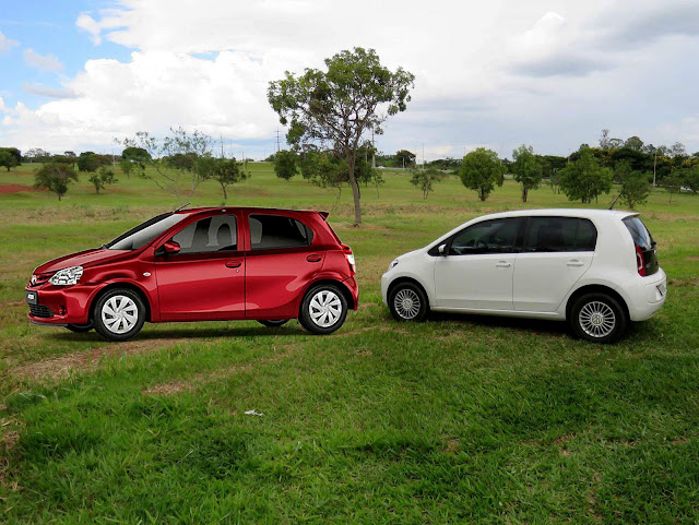 Volkswagen Up! TSI x Toyota Etios Automático
