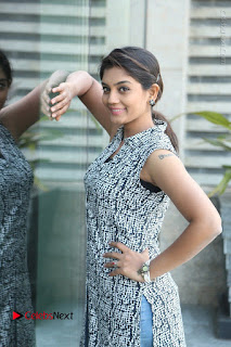 Telugu Television Actress Karuna Latest Pos In Denium Jeans  0064.JPG