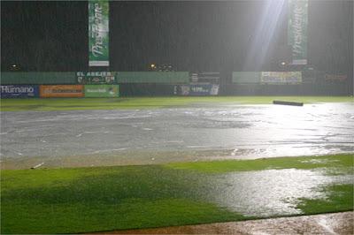 Resultado de imagen para lluvias en terreno de juego