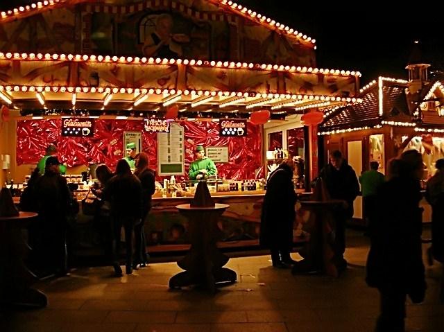 jarmark bożonarodzeniowy w Berlinie, zabawa, grzane wino