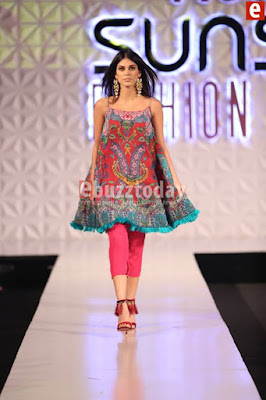 So-kamal-collection-2017-at-pfdc-sunsilk-fashion-week-3