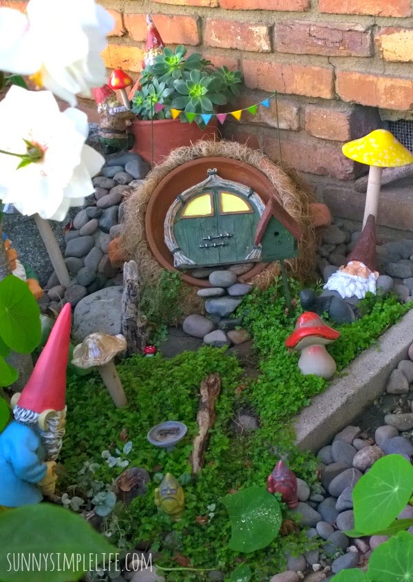there - Gnome Garden