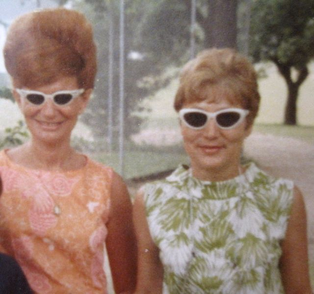 35 Interesting Vintage Snapshots Of 1960S Women With Bouffant Hairstyle -8090