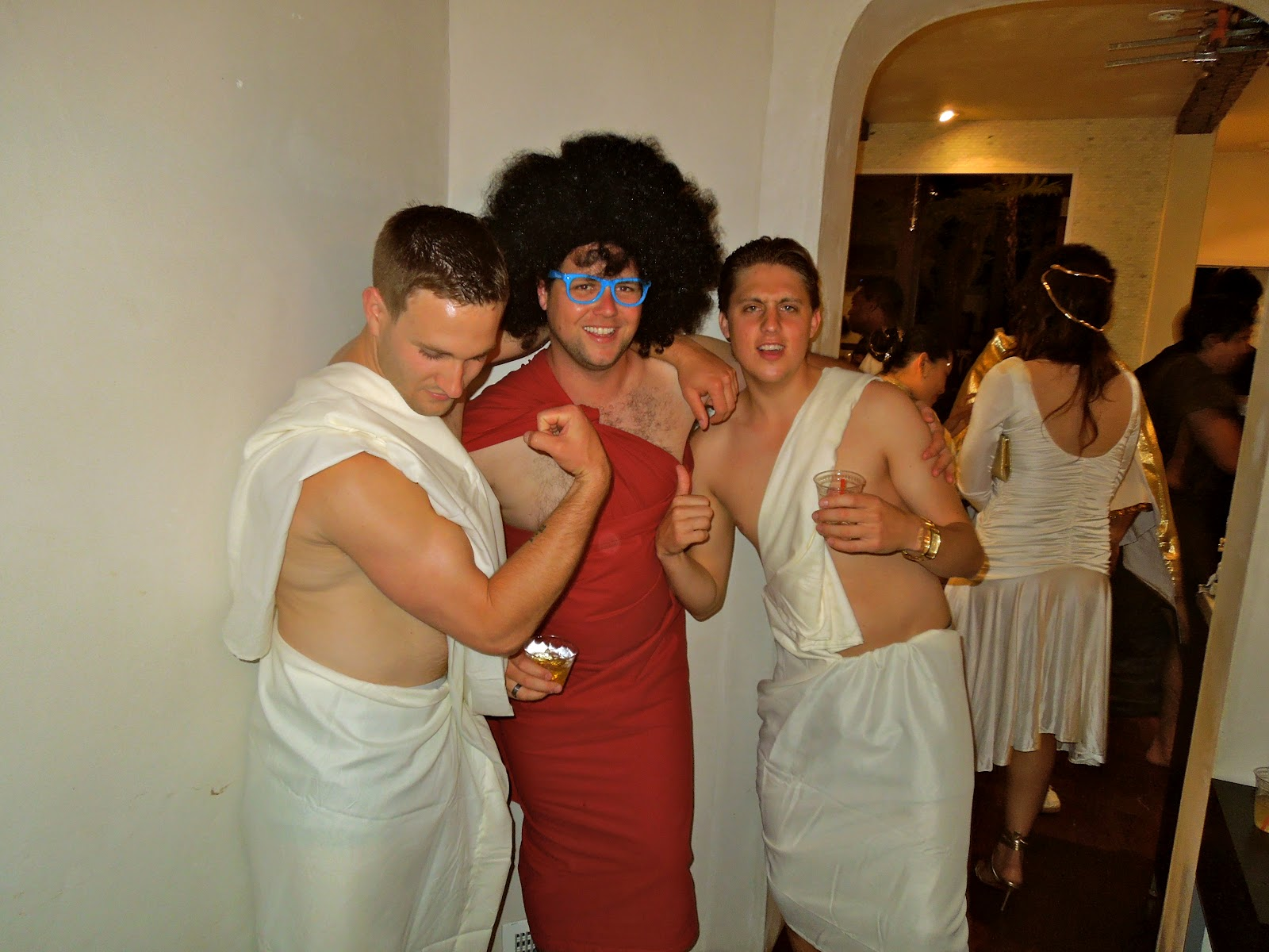 what to wear for toga party