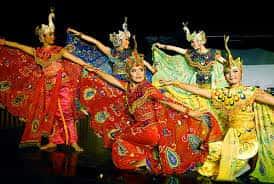 Tari-Tradisional-merak-berasal-dari-Daerah-Jawa-Barat