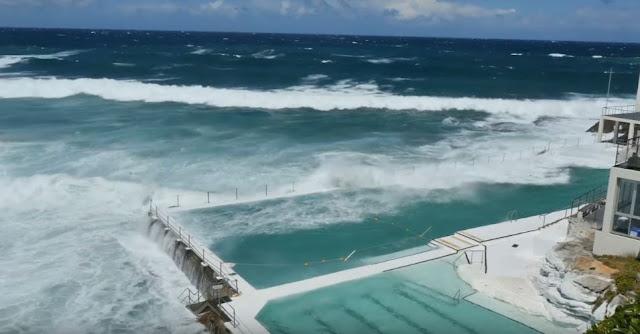 Iceberg swimming pool