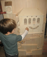 Fára épített ház gyerekeknek, golyógurító