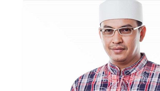 Semasa Hidup, Uje ajak Bencong Makan di Restoran, Besoknya Bencong Shalat Berjamaah di Masjid