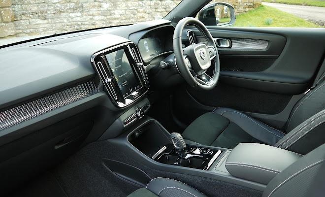 Volvo XC40 front interior