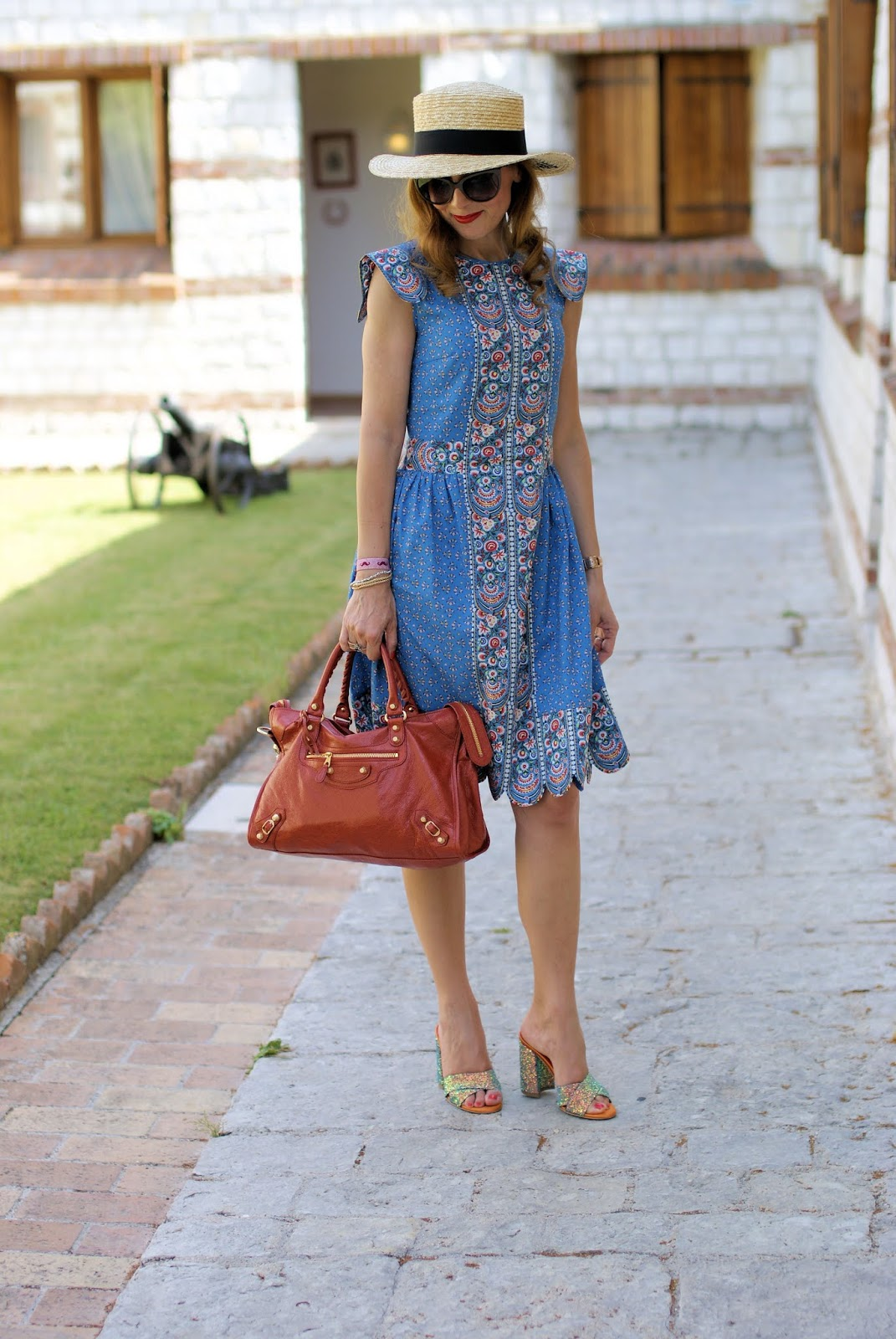 Vintage folk style summer dress on Fashion and Cookies fashion blog, fashion blogger style