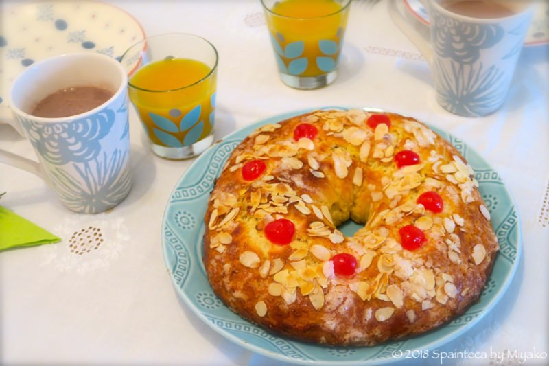 Roscon de Reyes できあがったスペインの王様のケーキとホットチョコレート