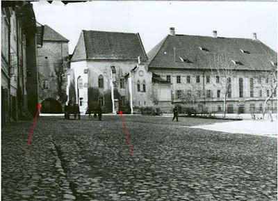 La sfârșitul secolului al XIX-lea, capela se observă în continuarea Liceului S.von Brukenthal