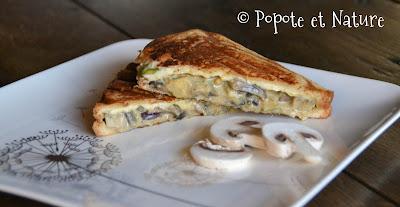 Croque monsieur aux champignons, courgette, oignon rouge et fromage frais © Popote et Nature