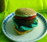 http://ganchitosamigurumi.blogspot.de/2014/02/receta-de-hamburguesa-de-crochet-parte-i.html