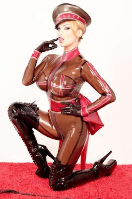 latex-cuero-leather
