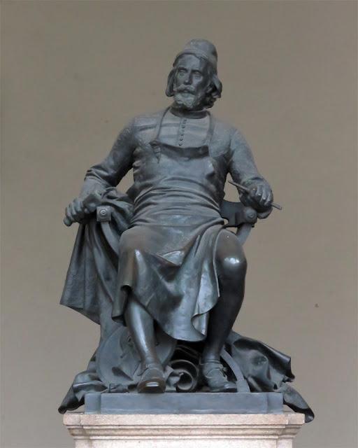 Statue of Matteo Civitali by Arnaldo Fazzi, Palazzo Pretoriale, Piazza San Michele, Lucca
