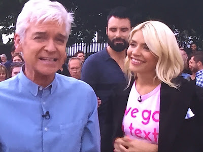 Steal Holly Willoughby's style - Love Island T-Shirt