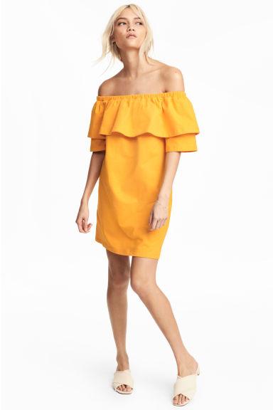 sukienka H&M z odkrytymi ramionami i falbaną, sukienka na lato, żółta sukienka, modowe must have na lato 2017