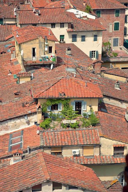 włoskie budownictwo, kamieniczki, dachy