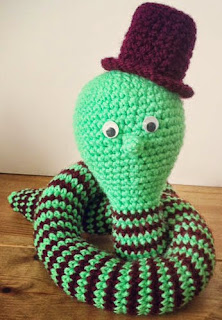 http://translate.google.es/translate?hl=es&sl=en&tl=es&u=http%3A%2F%2Fwww.loopsan.com%2Fcrochet%2Fmr-edison-watts-the-lightbulb-snake-free-pattern%2F