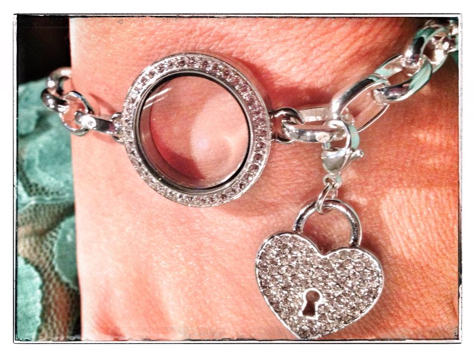How to Build a Locket - Michelle   Origami Owl Independent Designer   721x960