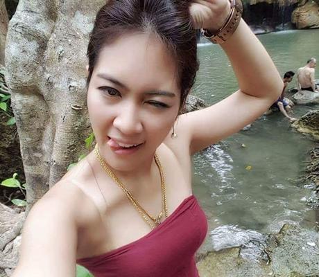 Kenapa Wanita Suka Selfie Sembari Menjulurkan Lidah?