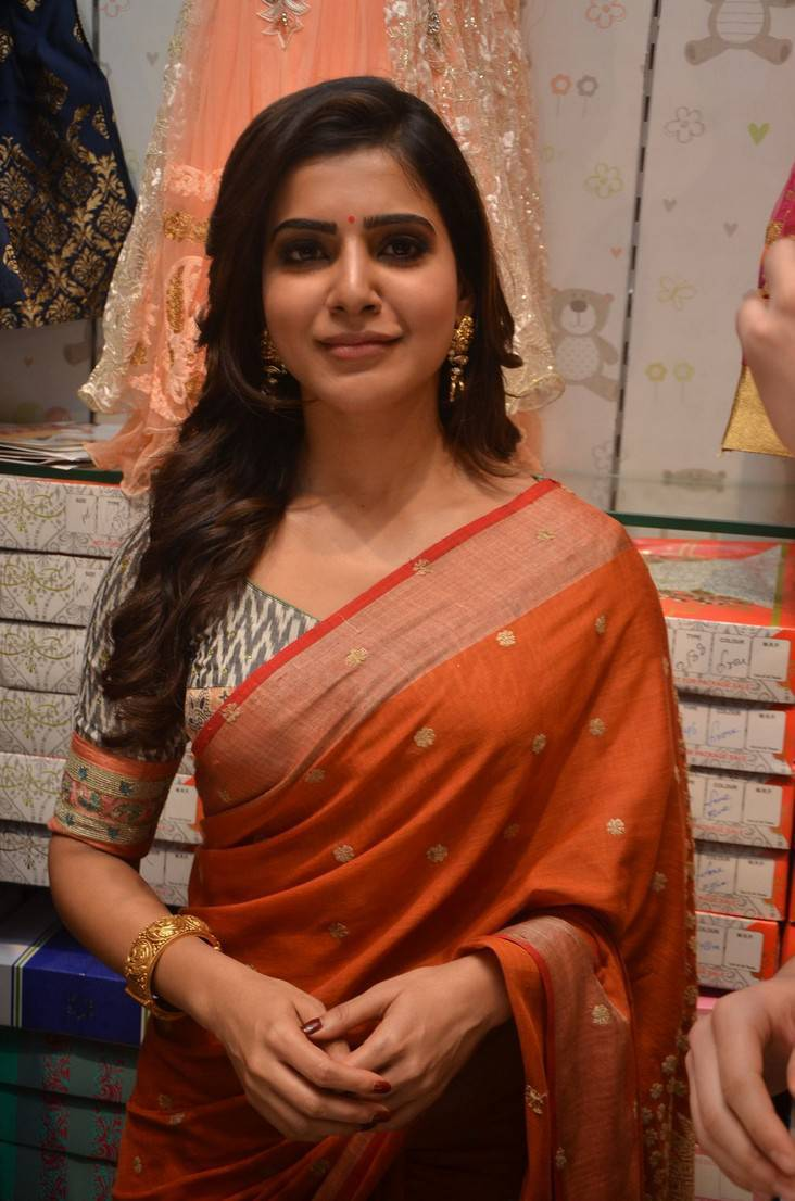 Tollywood Actress Samantha Hot Hip Show At Shopping Mall Launch In Orange Saree