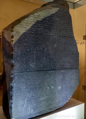 Museu Egípcio e Rosacruz de Curitiba: estela de roseta