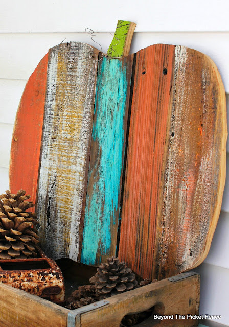 salvaged wood, pallets, scrappy pumpkin, fall decor, rustic, http://goo.gl/yz4Uln