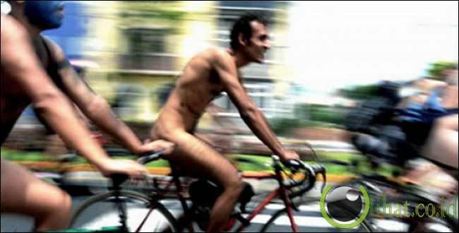 Demo pesepeda bugil menuntut penambahan jalur sepeda di Peru