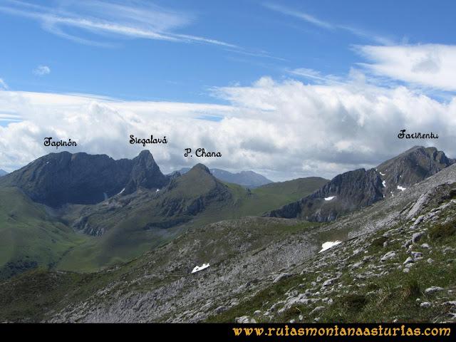 Ruta Lindes - Peña Rueda - Foix Grande: Vista del Siegalavá, Tapinón, Peña Chana y Fariñentu