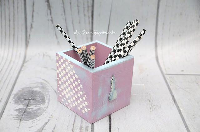 {z cyklu} SZACHY NIE Z TEJ BAJKI: pudełko na kredki, długopisy czy ołówki