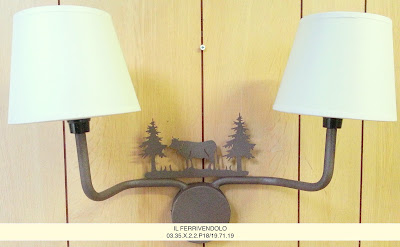 Idee per illuminare una camera da letto con tetto in legno