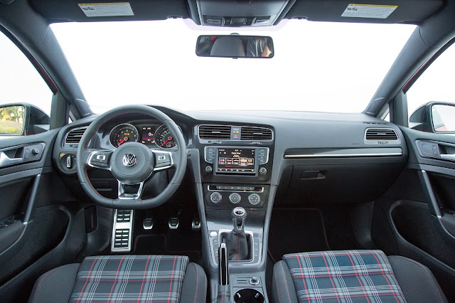 Interior view of 2017 Volkswagen Golf GTI