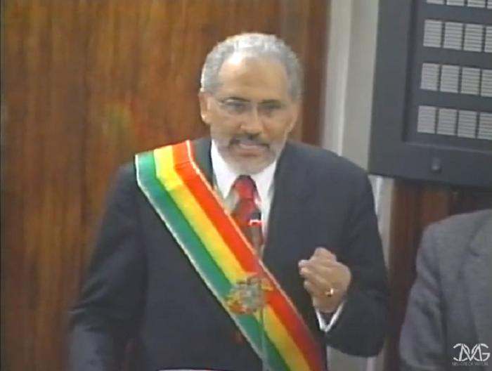 Mesa en su discurso de asunción al mando el 17 de octubre de 2003 / CAPTURA BLOG CARLOS MESA