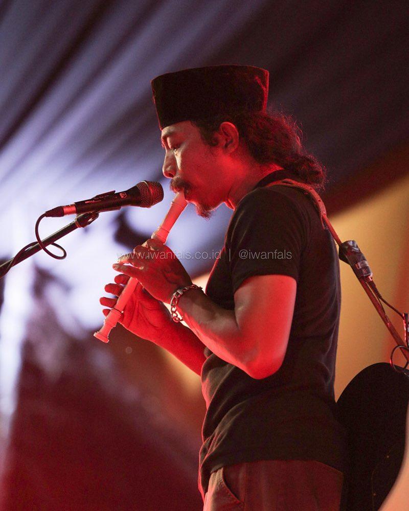 gambar Iwan Fals foto-konser-iwan-fals-minangkabau