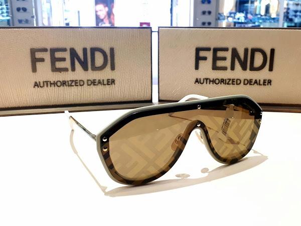 Óculos na loja Lexor Miami