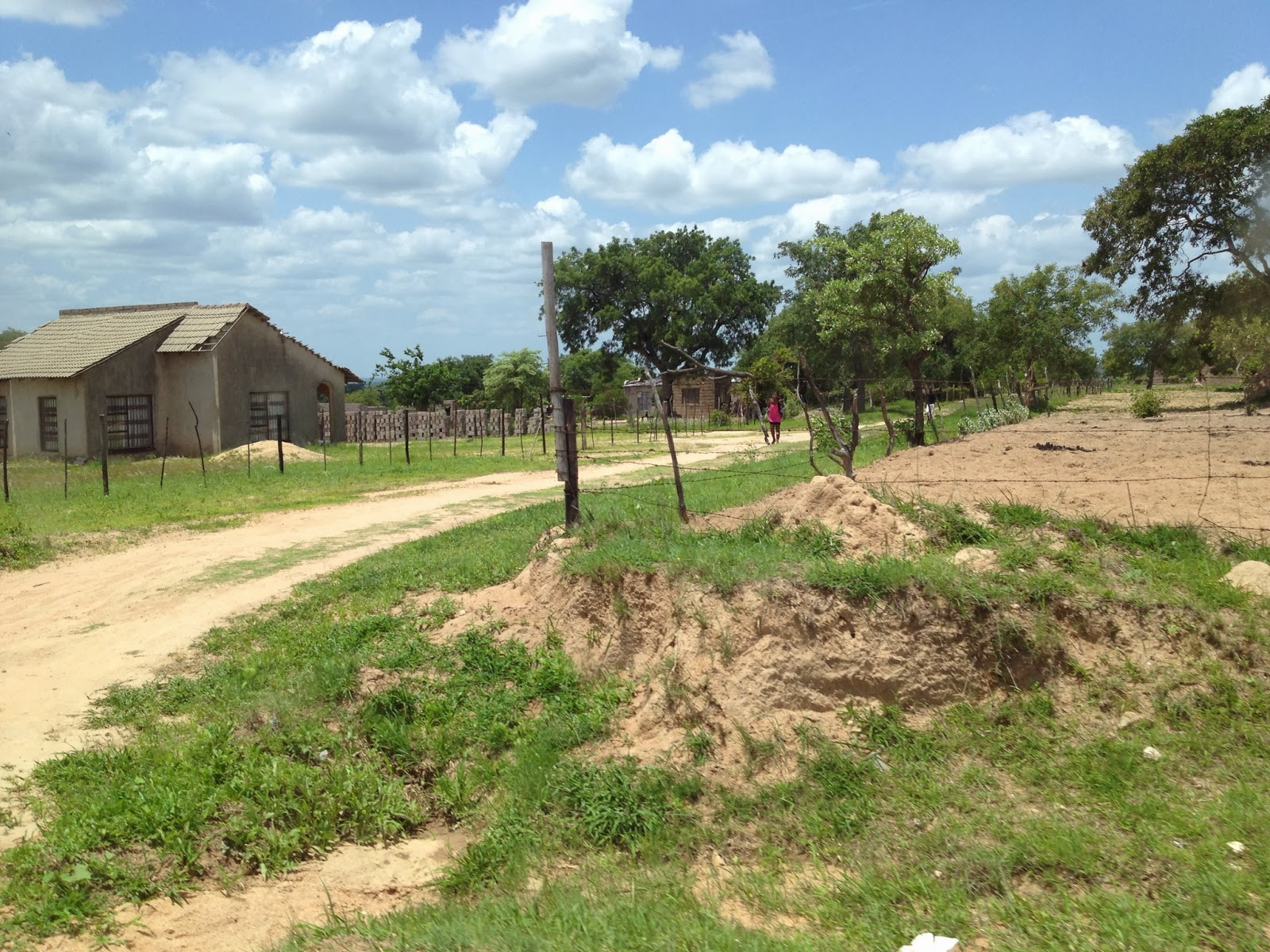 Some residences on our way to Hoedspruit Airport