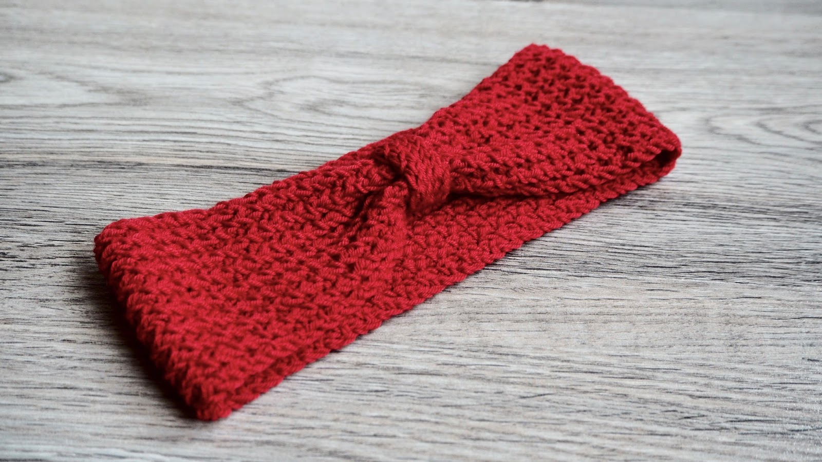 Free knitting pattern for a headband with two strands of yarn