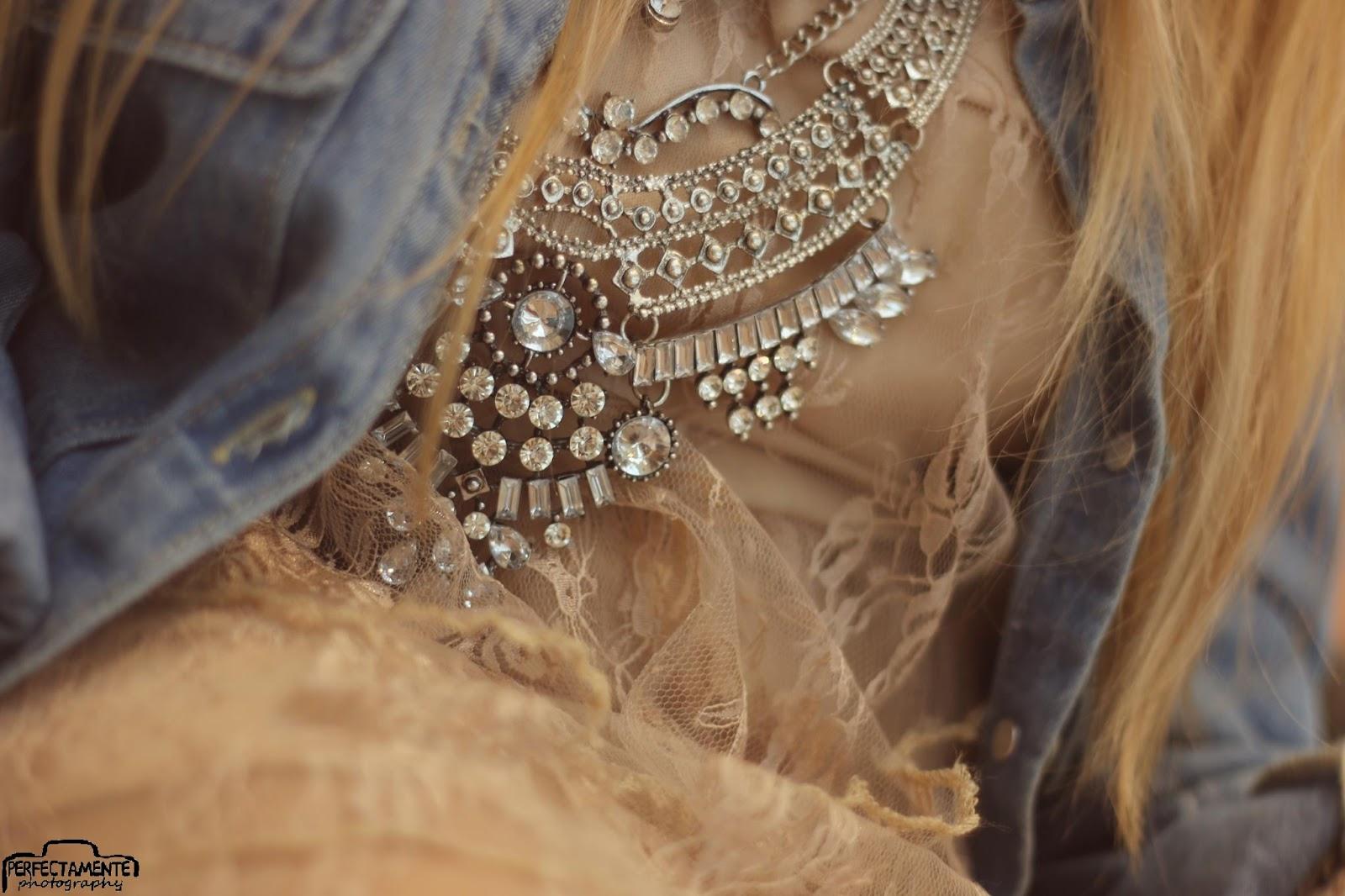 pastelowa koronkowa sukienka na wesele