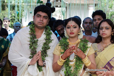 Shritha-Sivadas-Marriage-at-Temple-Stills