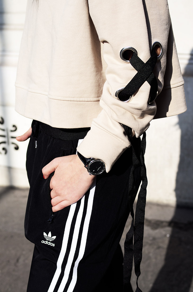 Elizabeth l Three stripes adidas jogging pants athleisure outfit l Zara Asos l THEDEETSONE l http://thedeetsone.blogspot.fr