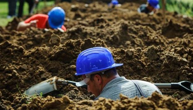 Lomba Menggali Kuburan Pemenang Dinilai