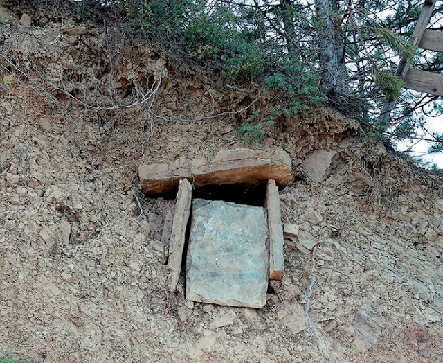 Greek teens discover Byzantine tomb in NW Greece