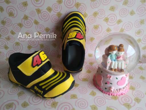fashion bayi; baby fashion; baby shoes; sepatu bayi; sepatu sport untuk bayi; septu anak; sepatu anak 1th; sepatu bayi murah; sepatu anak murah; grosir sepatu bayi; grosir sepatu anak; pernak pernik bayi; sepatu bayi laki-laki