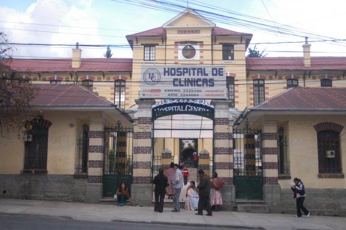 Complejo hospitalario ubicado en la zona de Miraflores de La Paz
